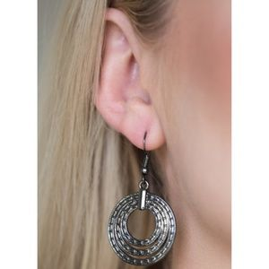 Paparazzi - Black - Earrings - #530